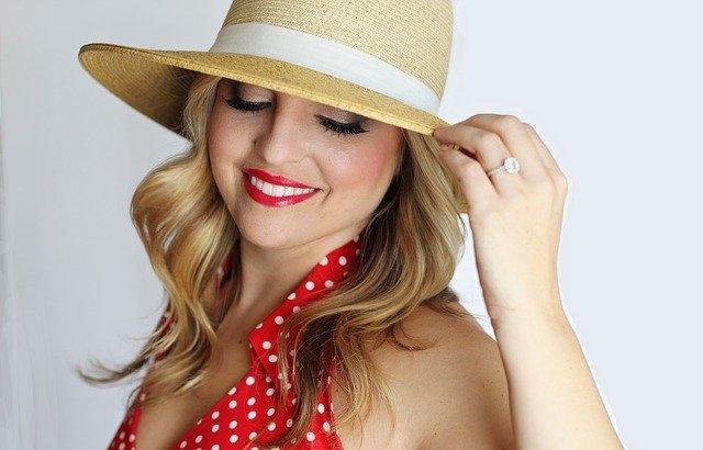 pretty-girl-red lipstick
