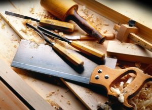 carpenter business name ideas featured image of wood working tools